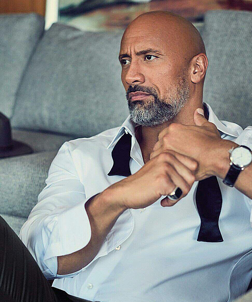 Dwayne Johnson calvo con barba